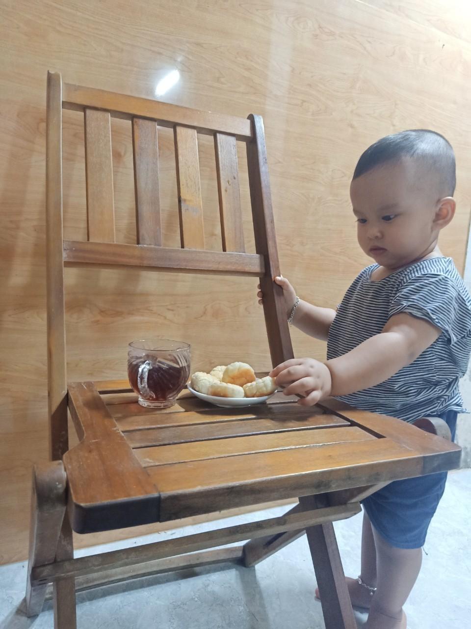 Đây là mẻ bánh thứ hai mà chị Hà làm cho con trong dịp trung thu này. Win tỏ ra thích thú, mỗi lần ăn hết mấy cái liền.