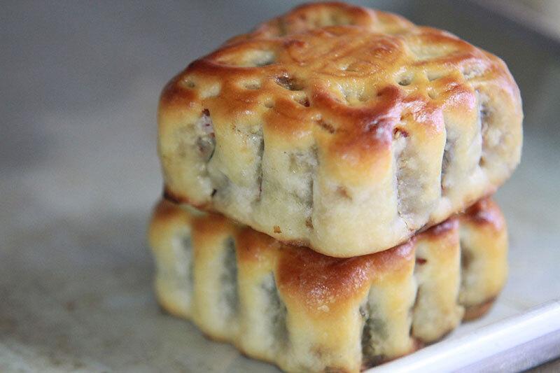 Chiếc bánh trung thu truyền thống - Ảnh: Facebook