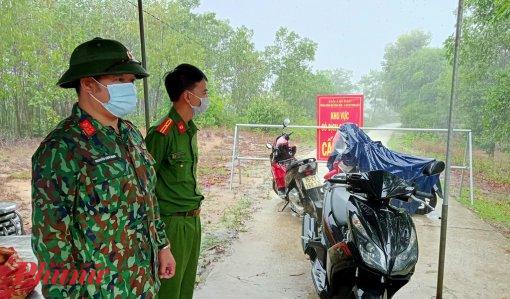 Một trong những chốt Y tế được lập tại xã Phong Hòa nơi đang thực hiện chỉ thị 16 của Thủ tướng Chính phủ