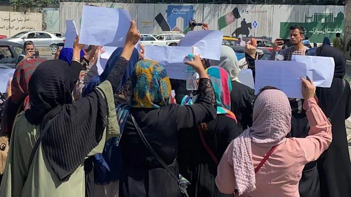 Đầu tháng 9, một cuộc biểu tình của phụ nữ đòi Taliban bảo vệ quyền của họ đã diễn ra ở Kabul - Ảnh: BBC/Getty Images