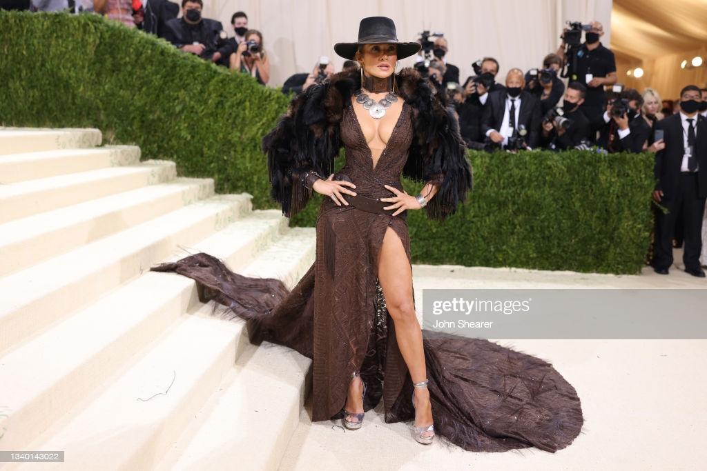 Trong số những trang phục ấn tượng tại Met Gala 2021 không thể không kể đến