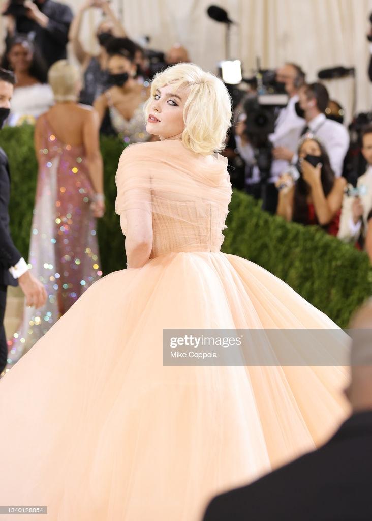 Billie Eilish nâng tầm phong cách thời trang tại Met Gala với bộ đầm quá khổ của Oscar de la Renta