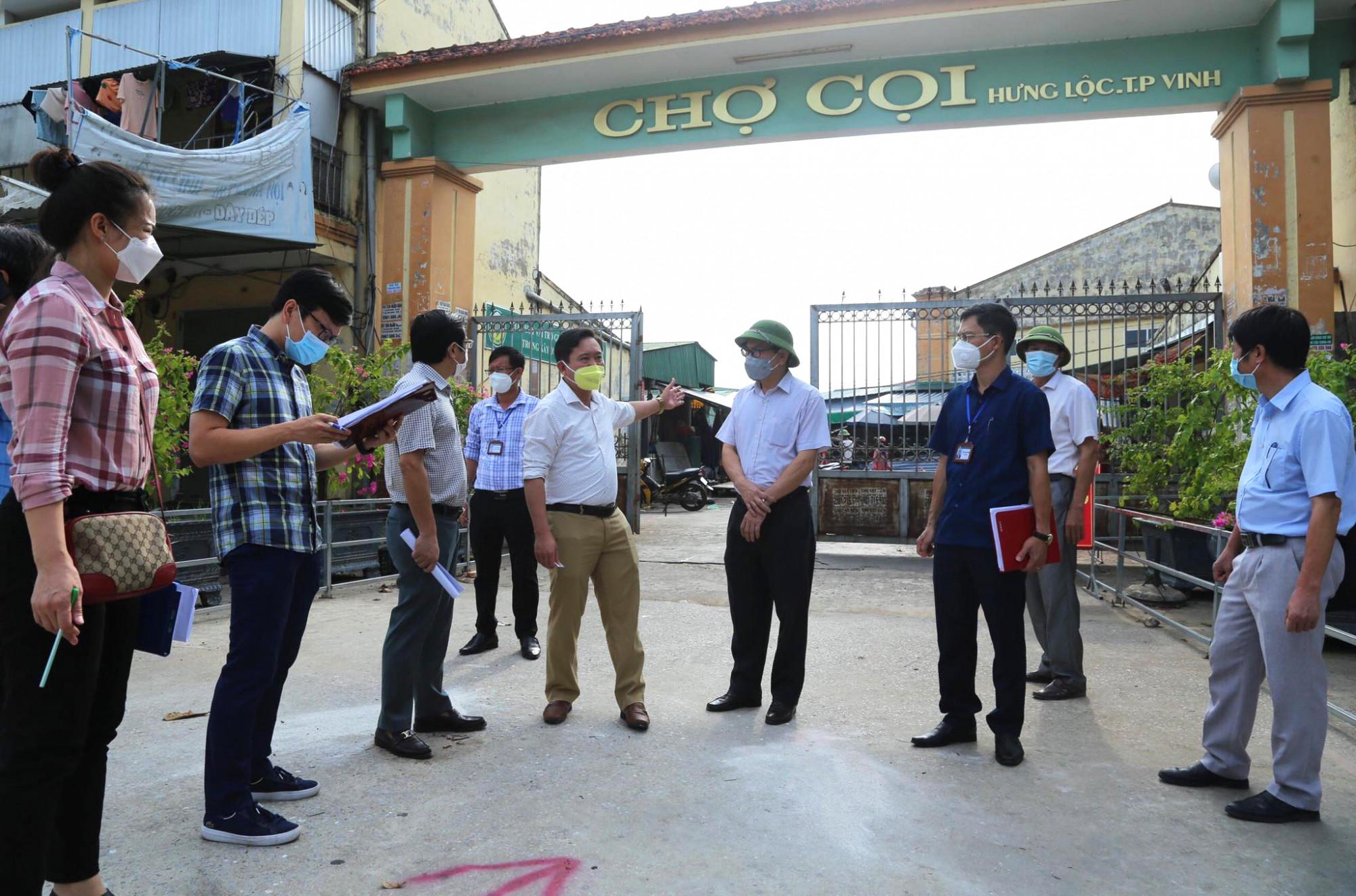 Sau một thời gian dài đóng cửa, TP. Vinh cũng cho phép một số chợ dân sinh trên địa bàn hoạt động trở lại nếu đảm bảo công tác phòng chống dịch.