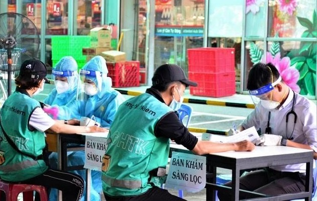 Tiêm vắc-xin COVID-19 cho lực lượng shipper tại TPHCM. Ảnh: internet