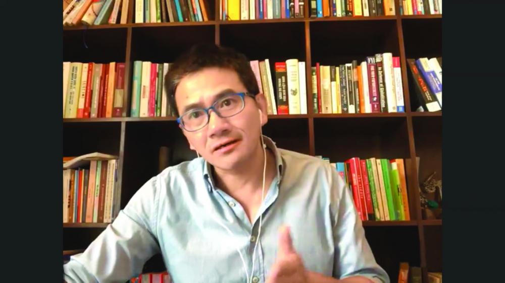 """Thạc sĩ Lê Quang Bình phát biểu mở đầu buổi tọa đàm trực tuyến """"Giới - văn hóa doanh nghiệp và phát triển sự nghiệp"""""""