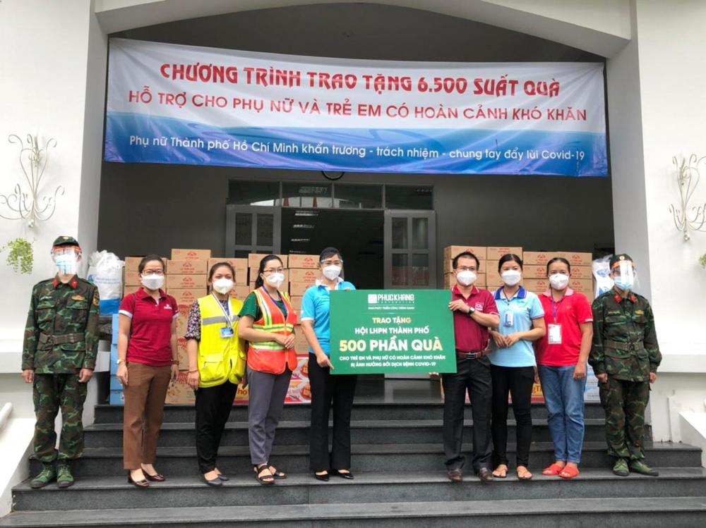 Hội LHPN TP.HCM và Công ty cổ phần Đầu tư và Xây dựng Phúc Khang phối hợp chăm lo cho 500 phụ nữ khó khăn