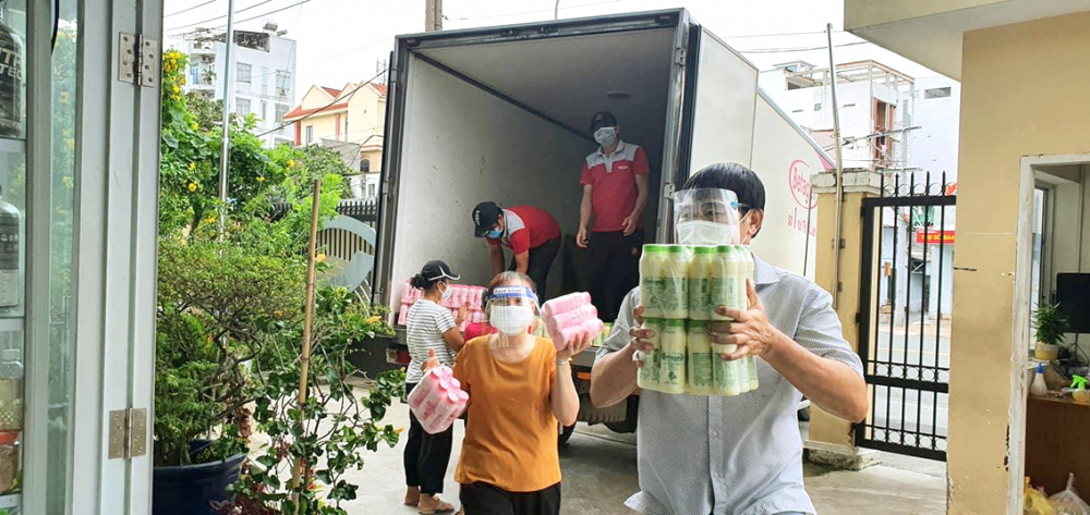 Hội Q.Gò Vấp tiếp nhận sữa gửi tặng mẹ bầu và nuôi con nhỏ từ nhà tài trợ