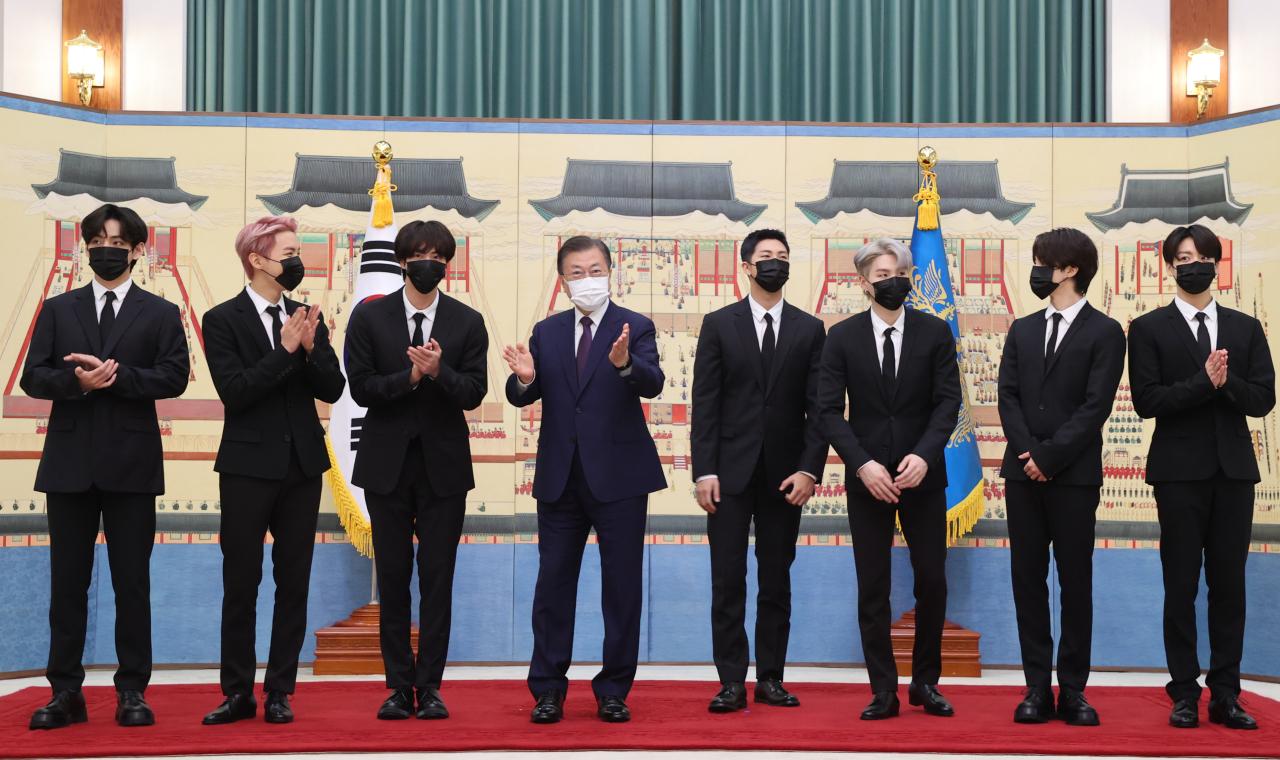 Tổng thống Moon Jae-in gặp gỡ BTS tại Nhà xanh
