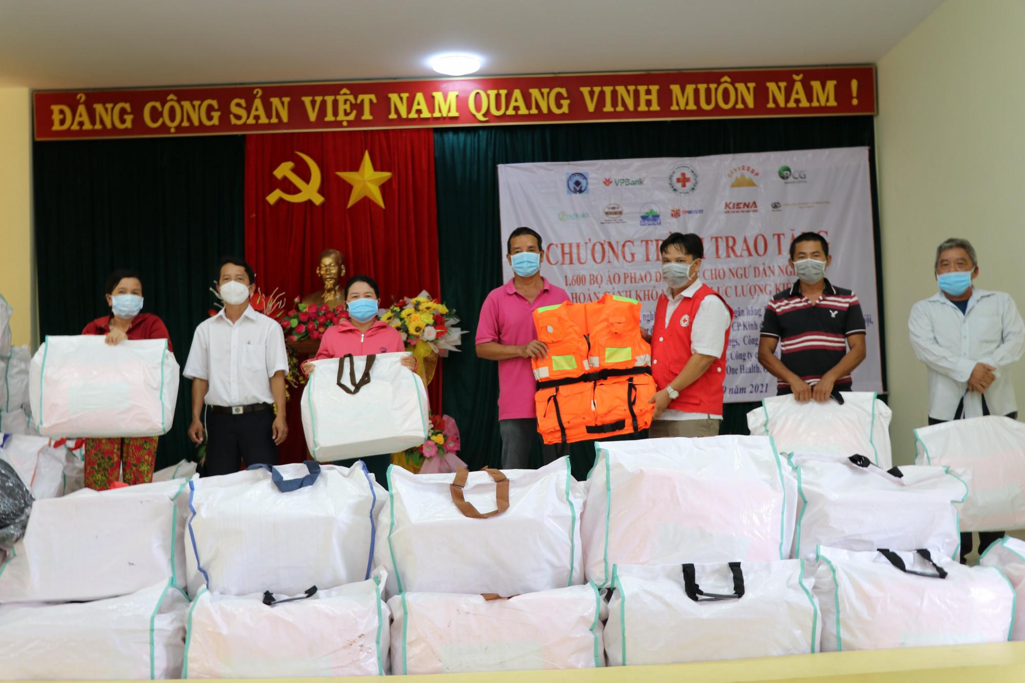 Đây là phần quà thiết thực hỗ trợ cho ngư dân ven biển Phú Yên