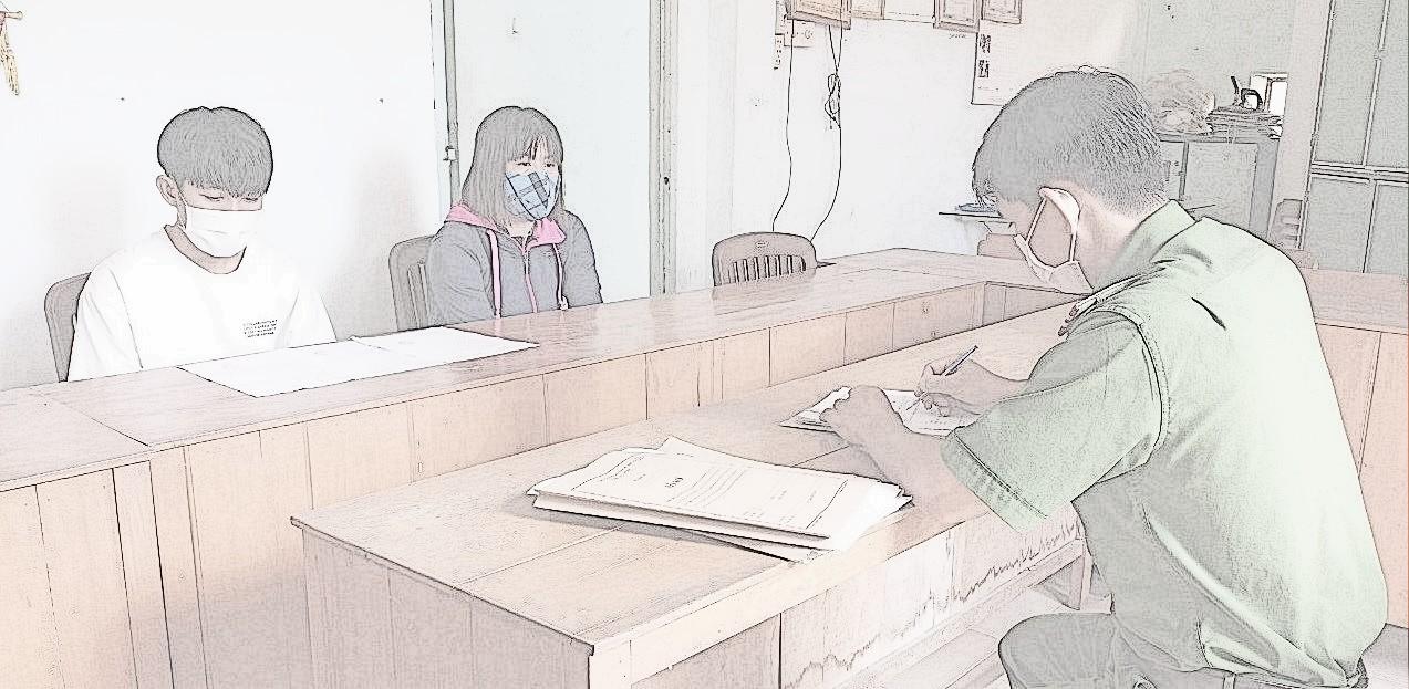Tr. và mẹ ruột (người giám hộ) tại cơ quan công an