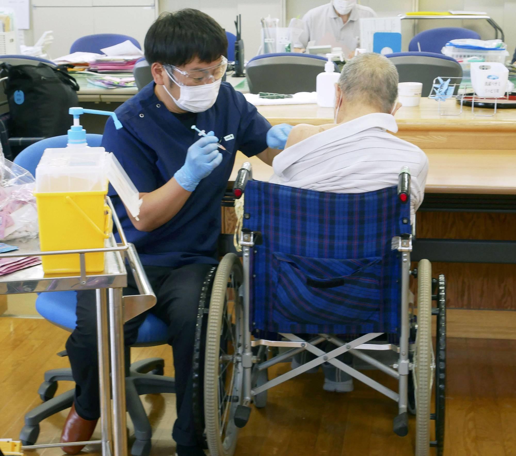 Tỷ lệ tử vong do COVID-19 ổ Nhật Bản trong những tháng gần đây người dưới 60 tăng gấp 5 lần