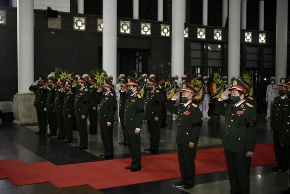 Đại tướng Phan Văn Giang cùng lãnh đạo, nguyên lãnh đạo Bộ Quốc phòng đến viếng lễ tang Đại tướng Phùng Quang Thanh