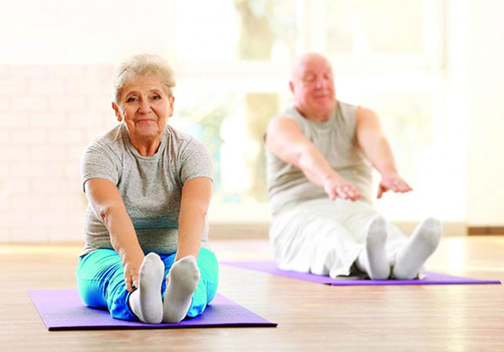 Người cao tuổi nên duy trì luyện tập thể dục tại nhà trong thời gian giãn cách xã hội để đảm bảo sức khỏe và giúp tinh thần thư thái