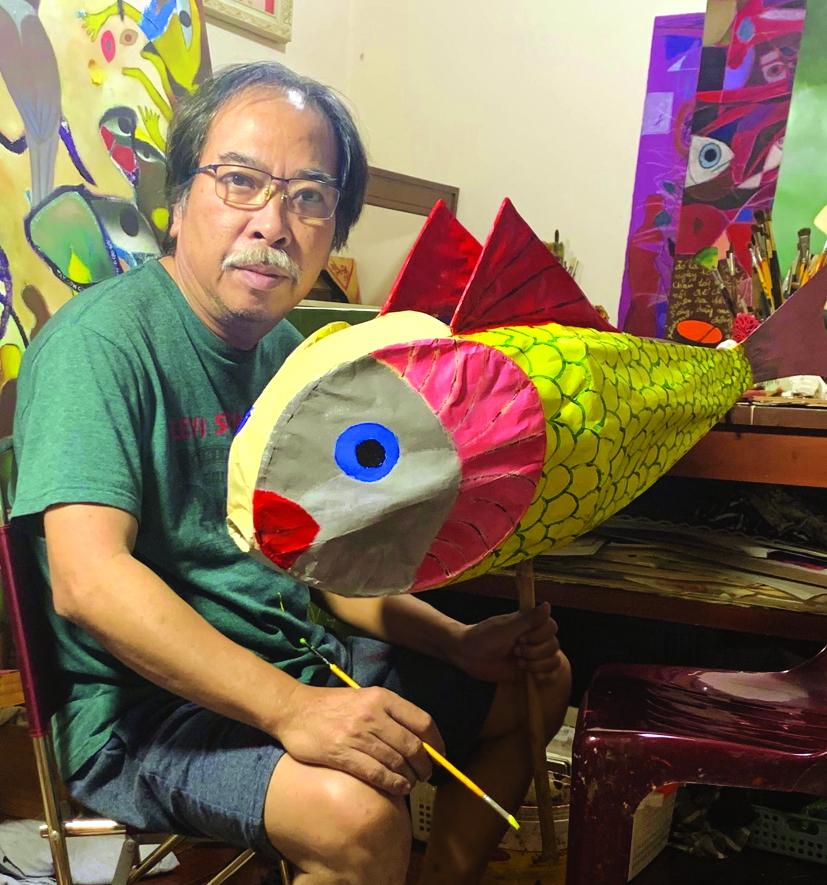 Nhà văn Nguyễn Quang Thiều và niềm vui làm lồng đèn cho cháu vào mỗi dịp Trung thu