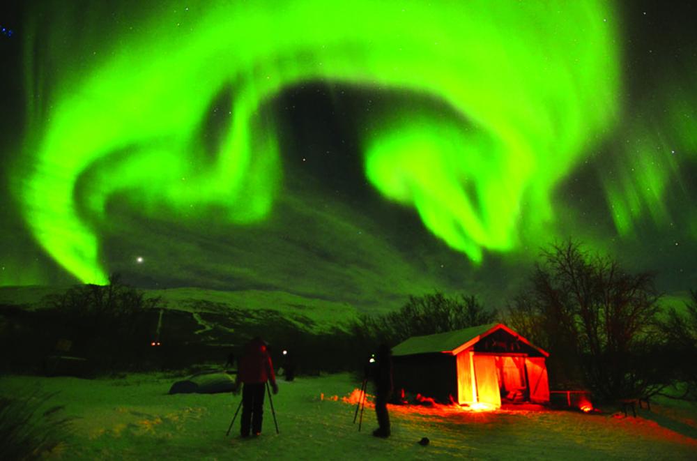 Bạn có thể ngắm cực quang tuyệt đẹp trên bầu trời Bắc Âu ngay tại nhà riêng thông qua tour du lịch thực tế ảo của Công ty Lights over Lapland ở Thụy Điển - ẢNH: LIGHTS OVER LAPLAND