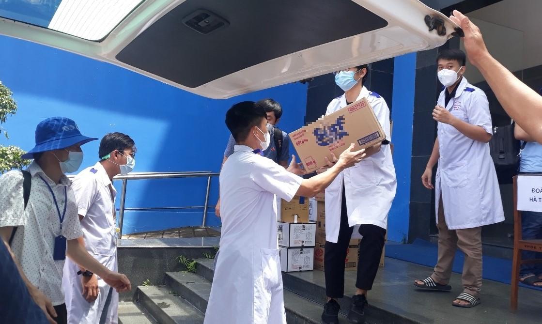 Vận chuyển trang thiết bị y tế, nhu yếu phẩm cho đoàn công tác tại tỉnh Kiên Giang