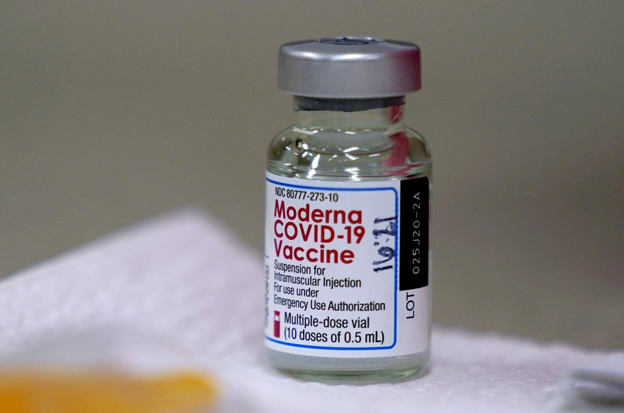 Moderna đang xin ý kiến của FDA về việc tiêm liều thứ ba để tăng cường miên dịch