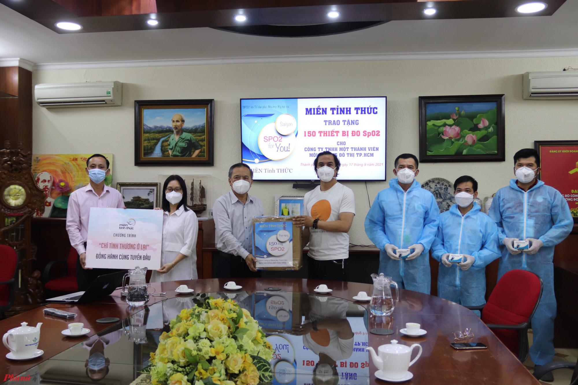 Các đơn vị tặng tặng 150 thiết bị đo SpO2 cho công nhân môi trường