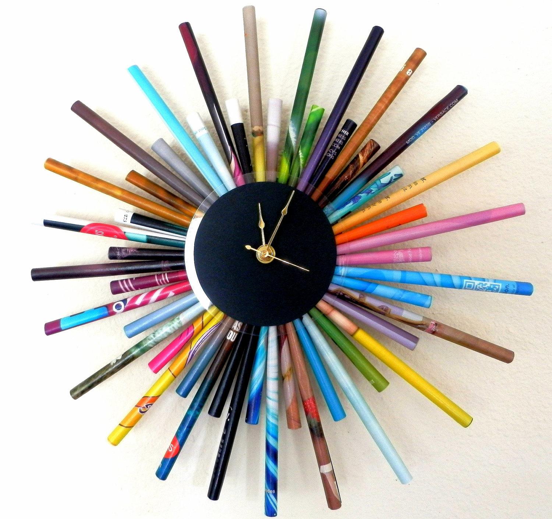 Bạn có thể tự làm đồng hồ theo trí tưởng tượng của mình giống như những chiếc đồng hồ trong các cửa hàng thiết kế nội thất đắt tiền chỉ trong vài giờ - điều đó không khó như bạn tưởng. Đây là hướng dẫn làm đồng hồ bảng đen, và đây là hướng dẫn làm đồng hồ lên dây cót chính hãng.