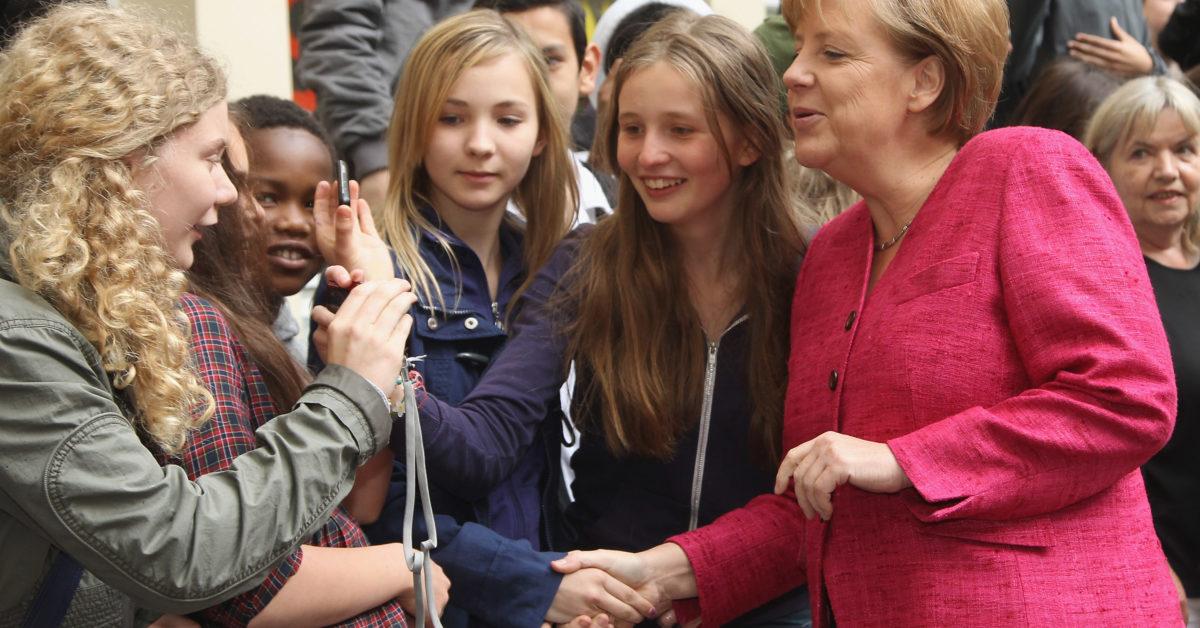 Bà Angela Merkel nhận được sự ngưỡng mộ của giới trẻ - Ảnh: art-bald