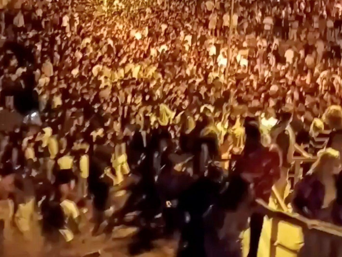 Khoảng 25.000 sinh viên Tây Ban Nha tham gia các buổi tiệc rượu bất hợp pháp