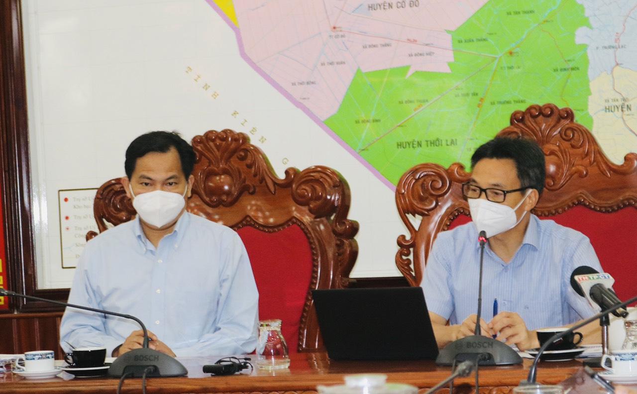Phó thủ tướng Vũ Đức Đam cùng Bí thư Thành ủy Cần Thơ Lê Quang Mạnh tại buổi làm việc chiều 18/9