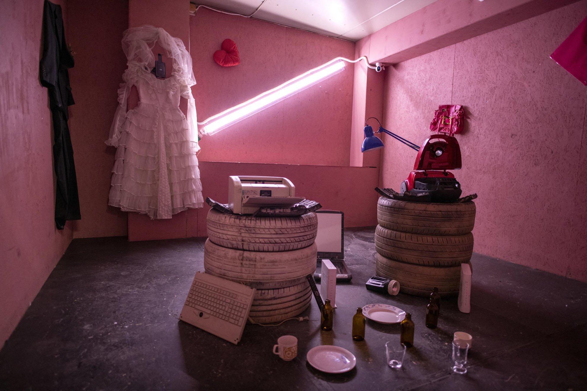 Căn phòng với những bộ đồ cưới được các quý bà quý cô lựa chọn nhiều nhất - Ảnh: AFP