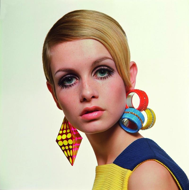 Xu hướng kẻ eyeliner lên mí mắt hay còn gọi floating eyeliner đã ra đời từ những năm 60 nhờ biểu tượng thời trang đình đám người Anh Twiggy, đến nay bỗng hot trở lại.