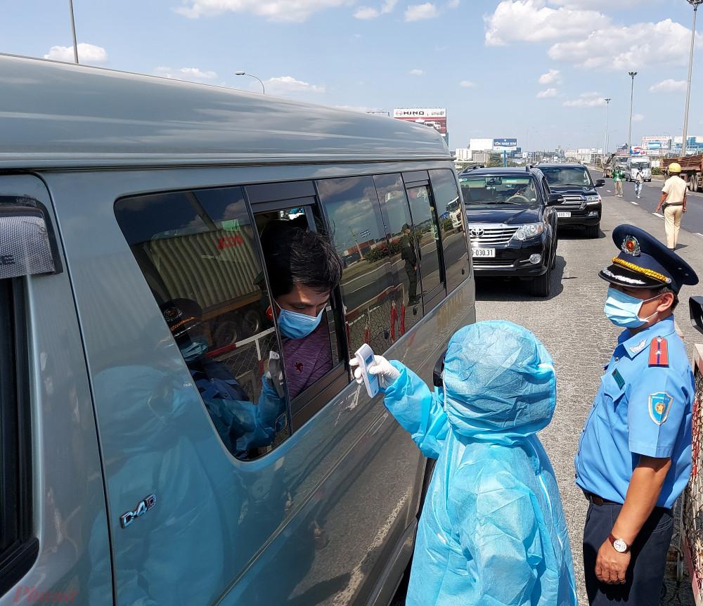 Các hoạt động vận tải hành khách được hoạt động khi người điều khiển phương tiện, người phục vụ đi cùng đã được tiêm vắc xin COVID-19 đủ liệu trình, mũi tiêm gần nhất đã đủ 14 ngày