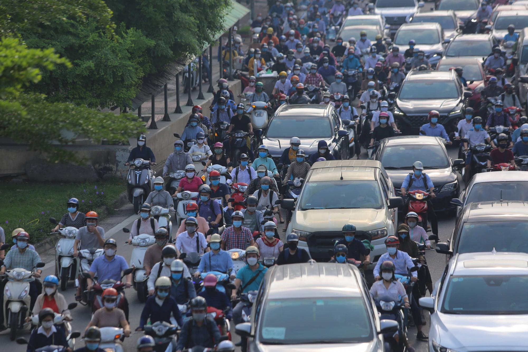 Hiện Hà Nội chỉ duy trì 23 chốt kiểm soát các cửa ngõ vào Thủ đô.