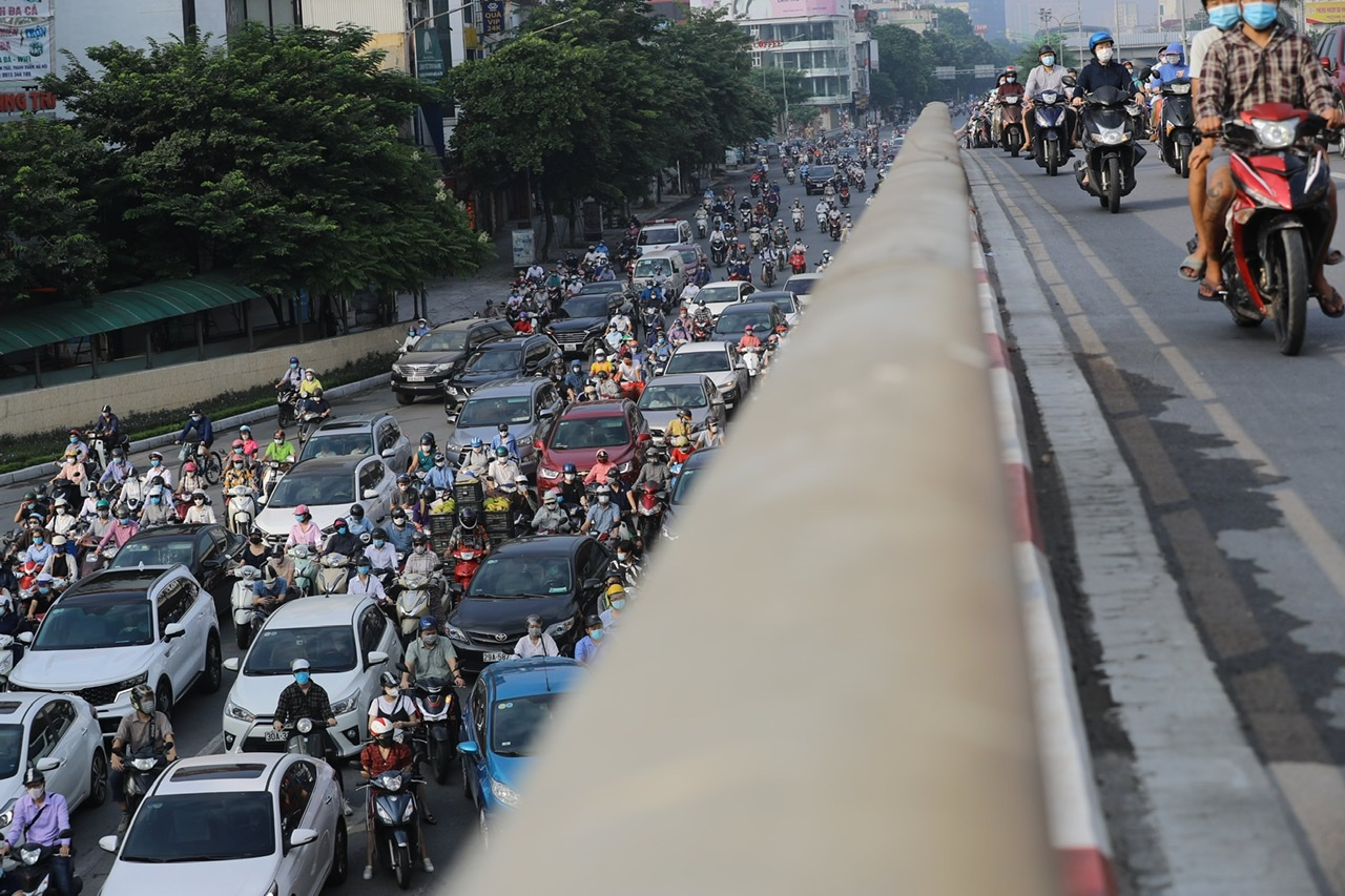 Đường Nguyễn Trãi ùn tắc dài, đây là hình ảnh đã không xuất hiện tại Hà Nội trong 2 tháng qua.