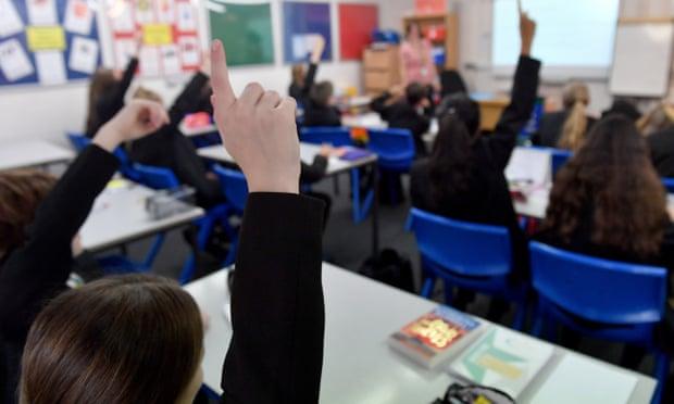 Số lượng học sinh phải nghỉ học vì liên quan đến dịch COVID-19 tăng cao tại Anh trong tuần qua.