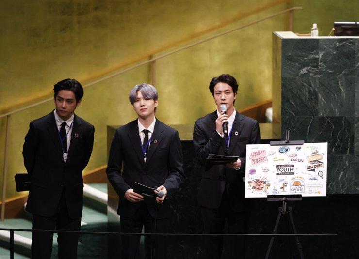 V, Suga và Jin xuất hiện tại cuộc họp của Liên Hợp Quốc về các Mục tiêu Phát triển Bền vững