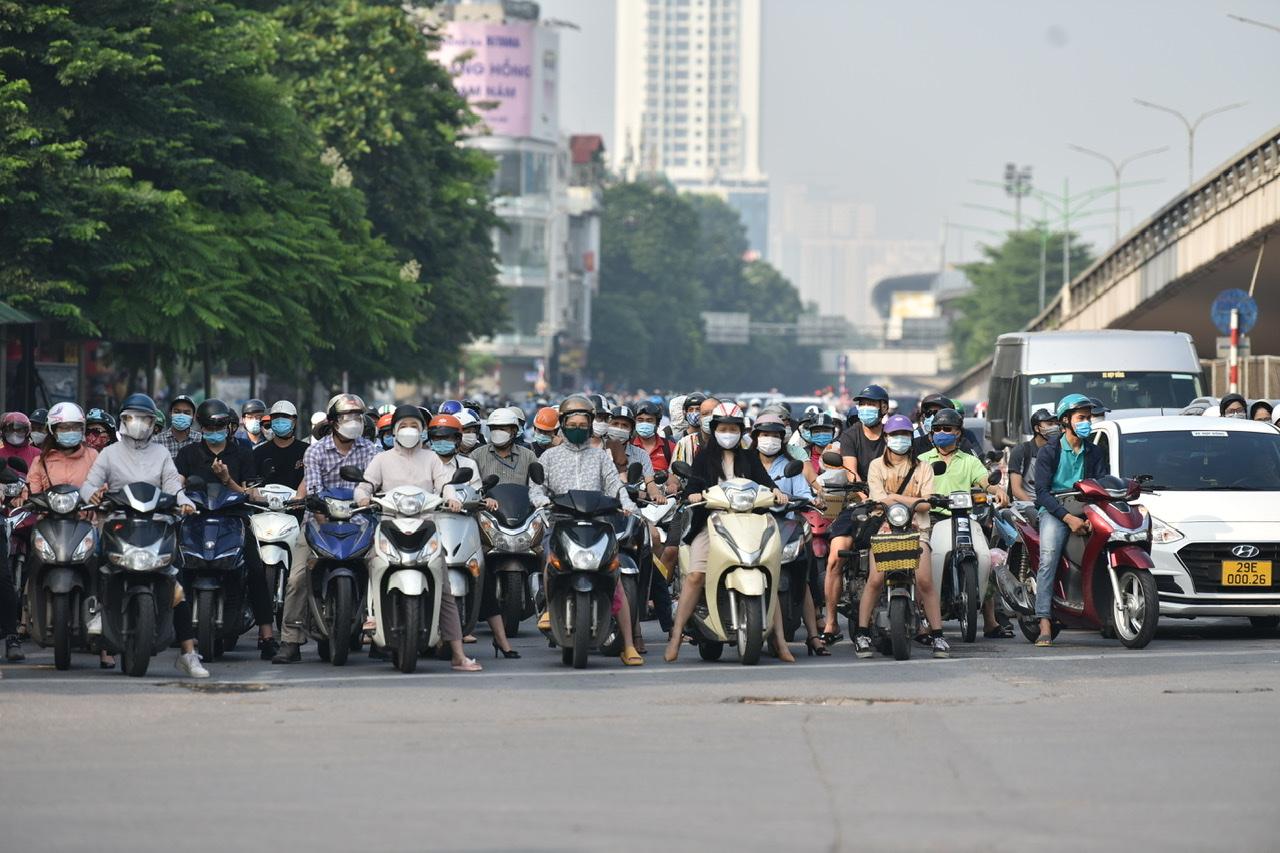 Theo ghi nhận của PV báo Phụ nữ TP.HCM, trong sáng nay (21/9), các tuyến đường dẫn vào trung tâm thành phố bắt đầu xuất hiện tình trạng ùn tắc.