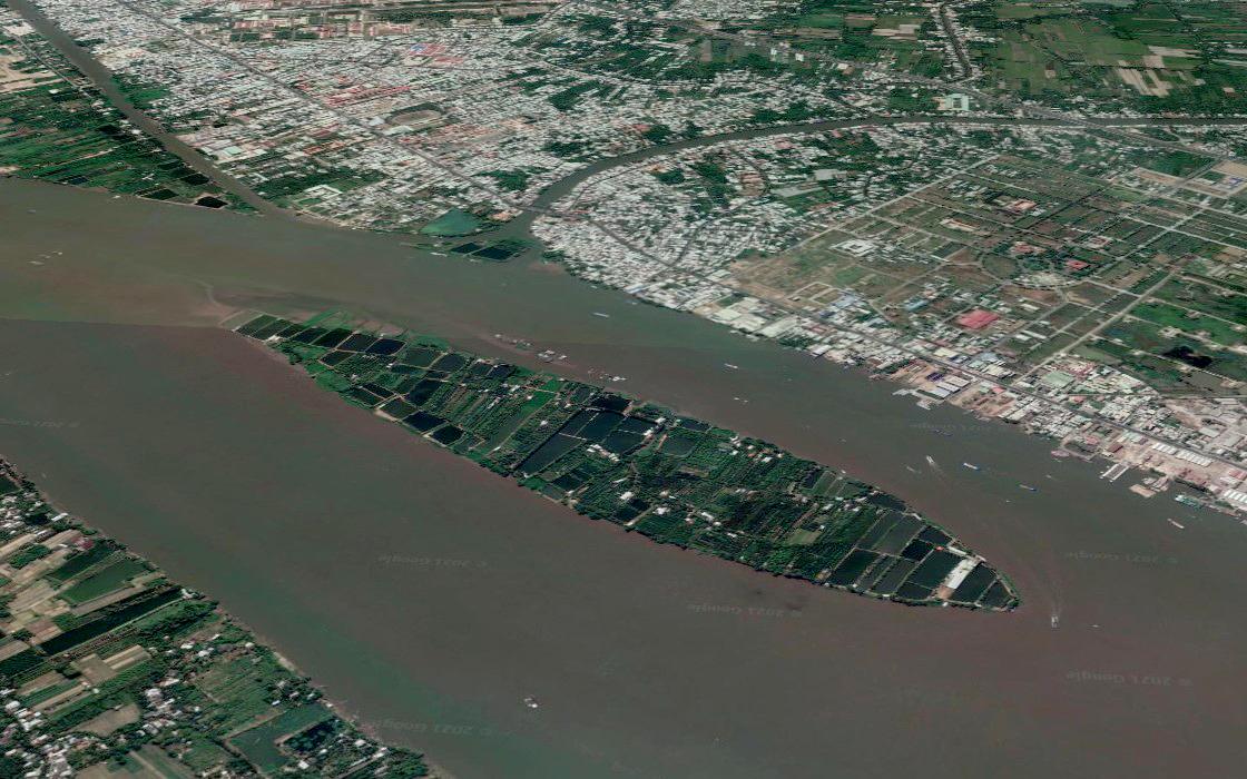 Cồn Sơn là một cù lao nằm giữa sông Hậu, giáp ranh TP Cần Thơ và tỉnh Vĩnh Long. Nơi đây là địa điểm du lịch nổi tiếng nhiều năm qua. Ảnh: Google Earth