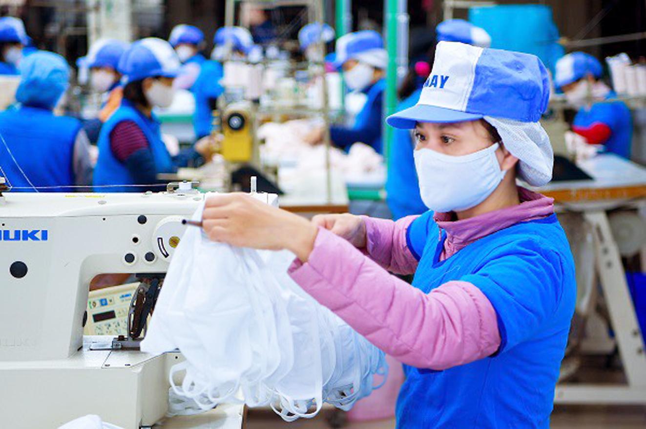Các doanh nghiệp dệt may đang mong muốn TPHCM sớm cho phép hoạt động bình thường trở lại - Ảnh: AGTEK