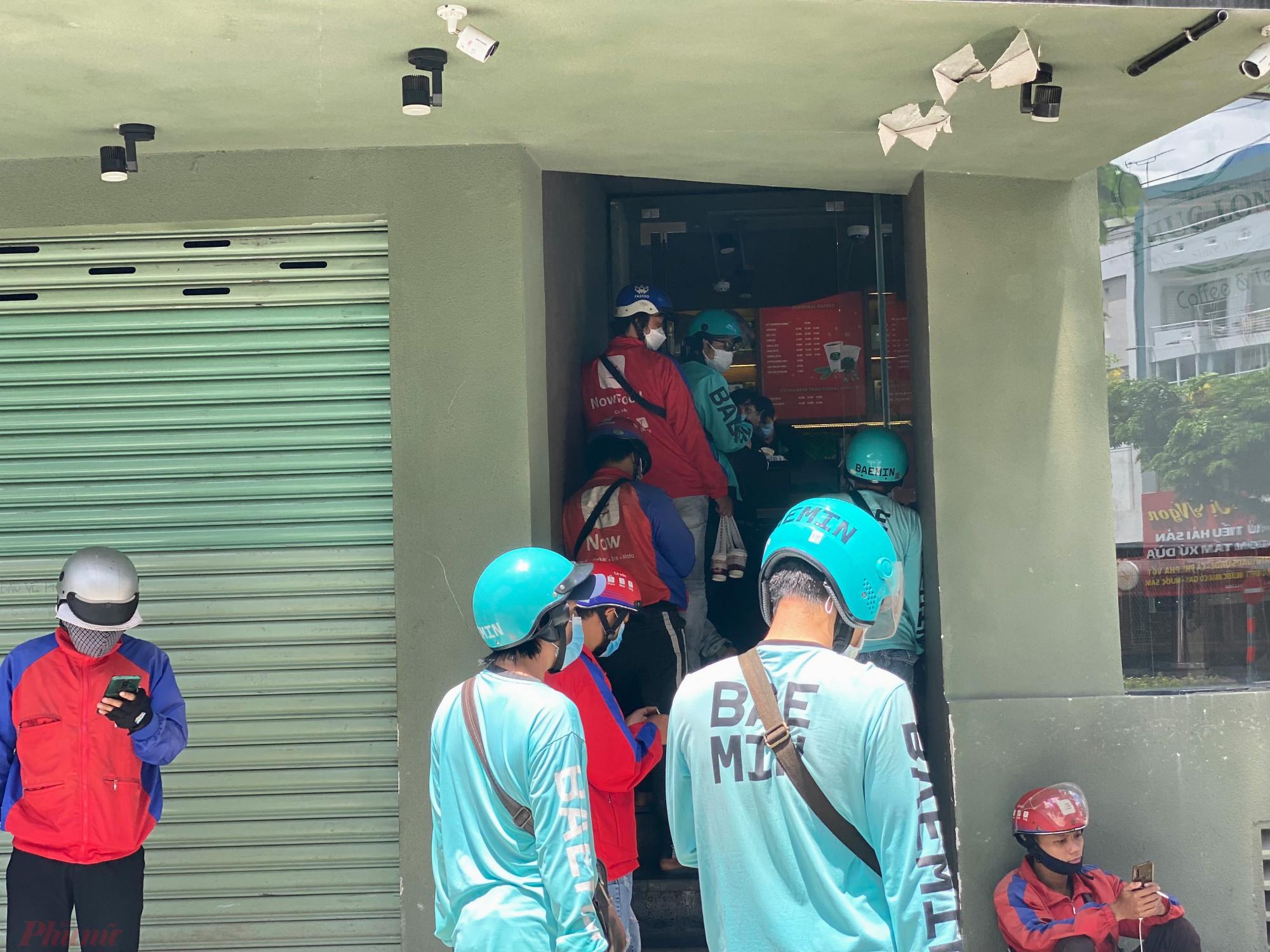 Tại một cửa