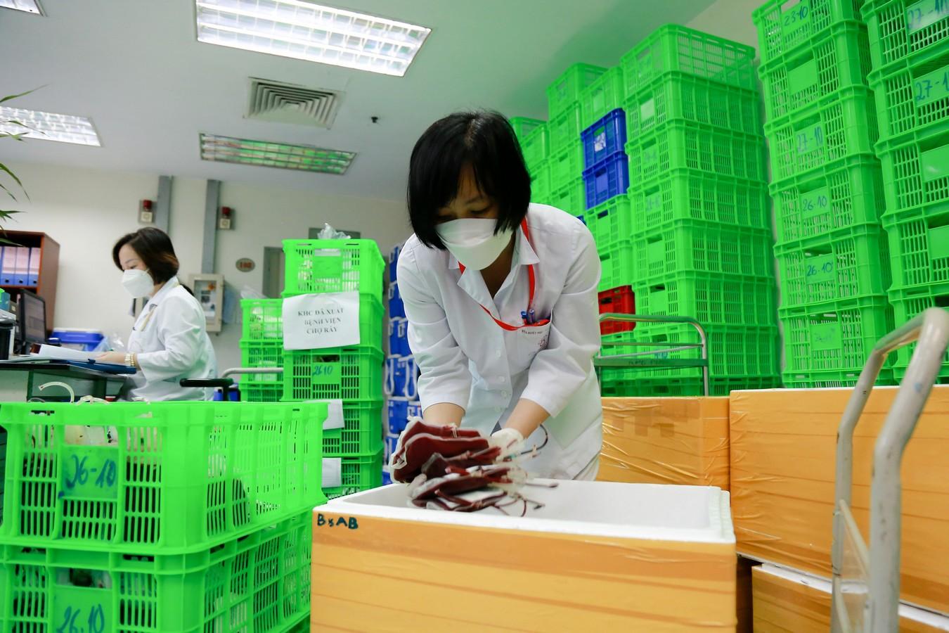 Bệnh viện Huyết học và truyền máu Trung ương vận chuyển hơn 2.000 đơn vị máu vào miền Nam
