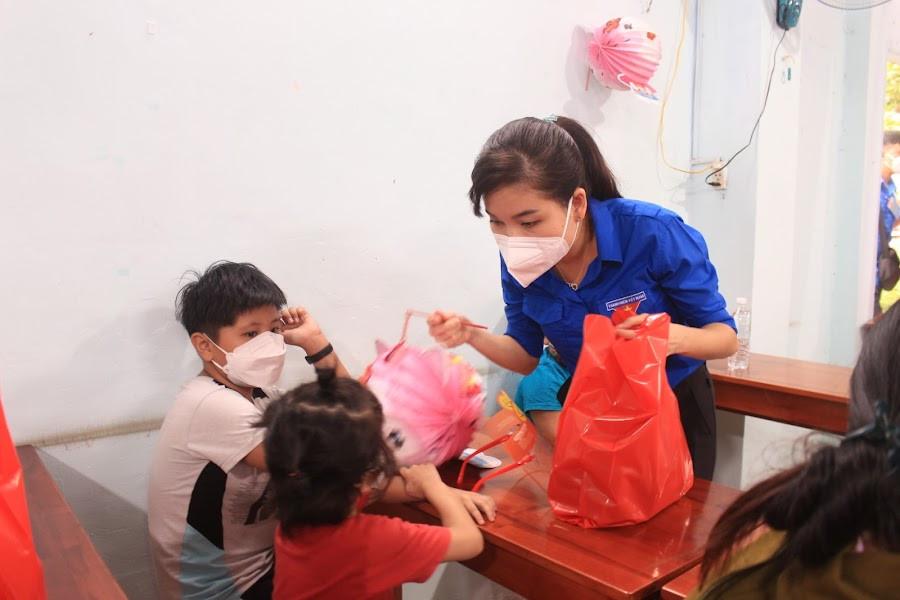 Nestlé Việt Nam phối hợp Tỉnh Đoàn Đồng Nai tổ chức chương trình Trung thu cho trẻ em hoàn cảnh khó khăn - Ảnh: Nestlé Việt Nam