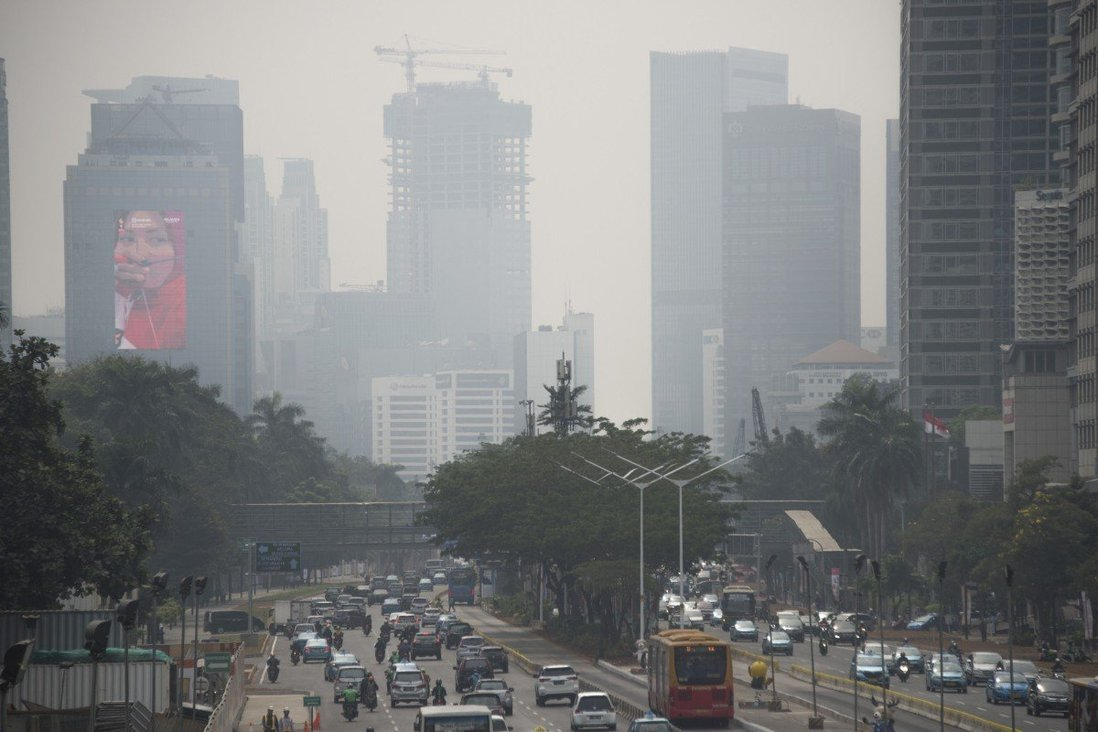 Thủ đô Jakarta của Indonesia chìm trong sương mù ô nhiễm
