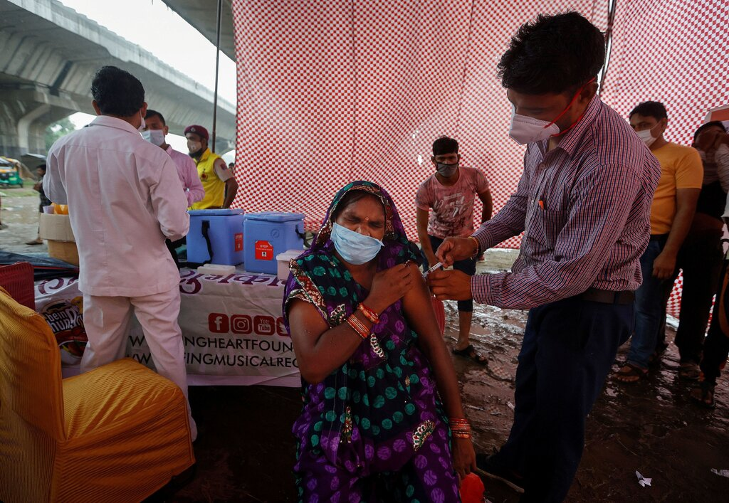 Tỷ lệ tiêm chủng cao cho phép một số nước mở cửa lại nền kinh tế