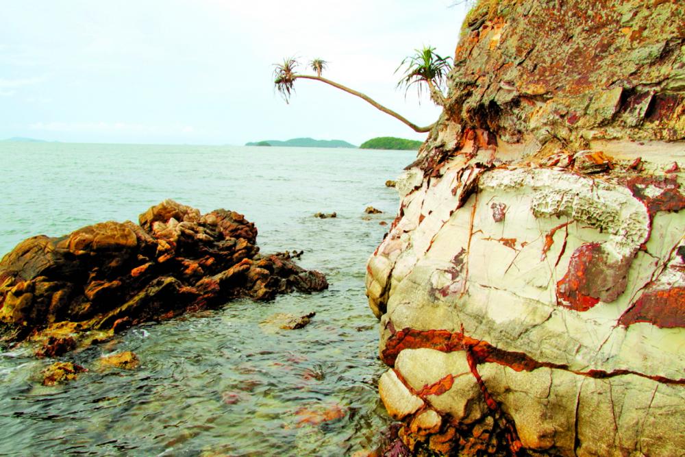 Một góc khuất đầy nét hoang sơ của Ba Hòn Đầm
