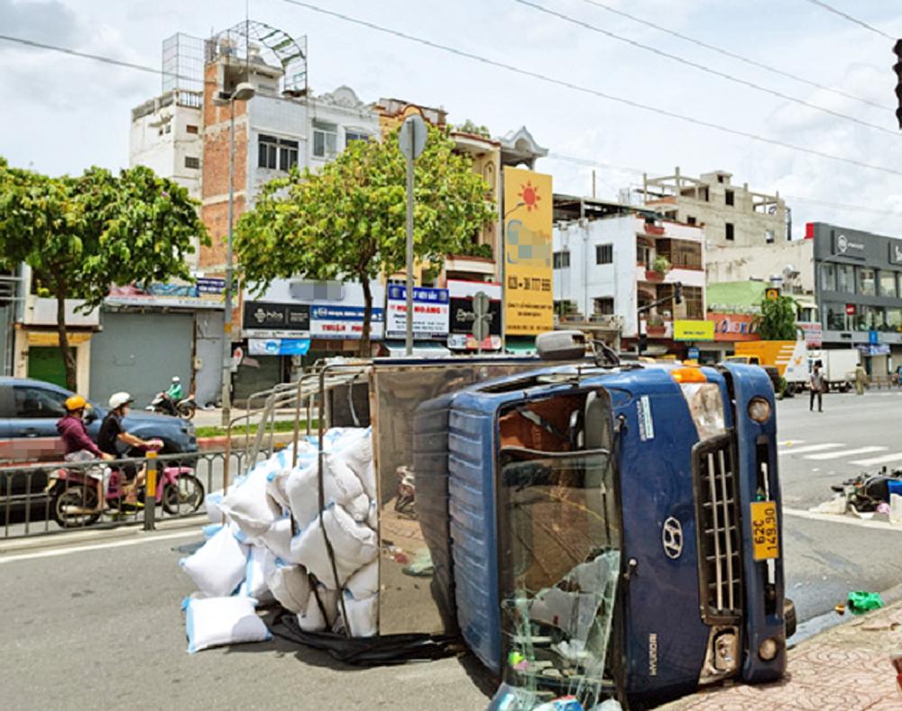 Hiện trường vụ tai nạn khiến hai người bị thương, một người tử vong trên đường Kinh Dương Vương ngày 9/8