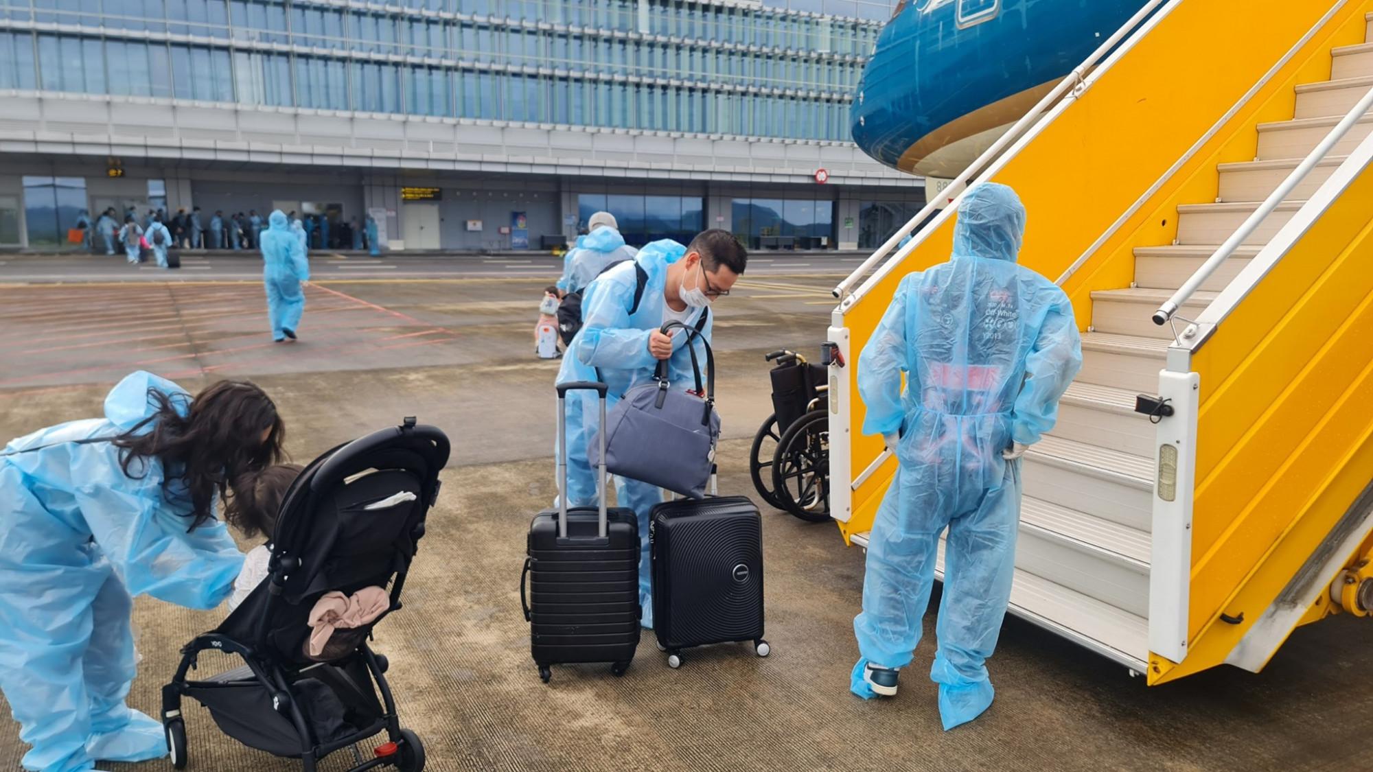Sau khi nhập cảnh, hành khách sẽ di chuyển về khách sạn FLC Hạ Long thực hiện cách ly y tế.