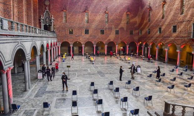 Sảnh Xanh ở tòa thị chính Stockholm, nơi thường tổ chức tiệc trao giải Nobel, đang được chuẩn bị cho việc quản lý vắc xin vào tháng 2 năm 2021. Ảnh: Jonas Ekstromer