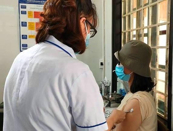 Hiện tại Thừa Thiên – Huế vẫn là 1 trong những địa phương phòng chống dịch COVID-19 tốt nên tỷ lệ được phân bổ và tiêm vacxin còn thấp