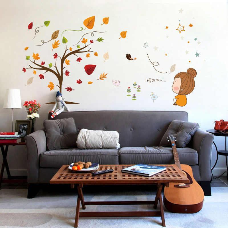 Tuy nhiên, nếu muốn không gian có sức sáng tạo hơn, bạn có thể tô màu cam vào bình cắm hoa hay chậu trồng cây; dùng giấy dán tường họa tiết mùa thu...