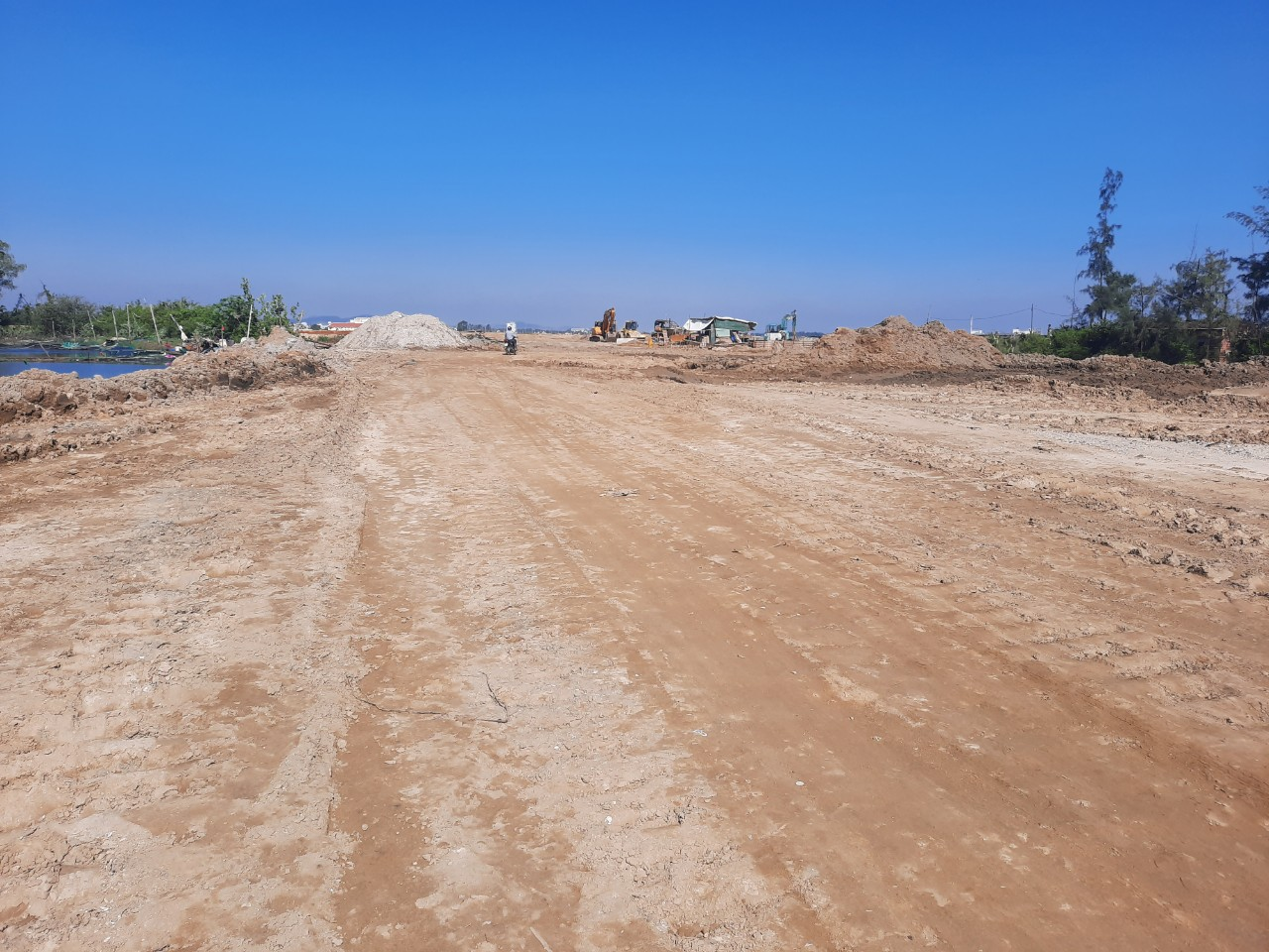Vì những vướng mắc xoay quanh, những hộ dân này không đồng ý giao đất và bị cưỡng chế thu hồi đất để làm con đường 129 chạy ngang qua