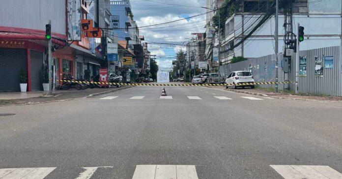Cảnh sát lập nhiều chốt kiểm soát trên các tuyến đường quan trọng ở thủ đô Viêng Chăn.