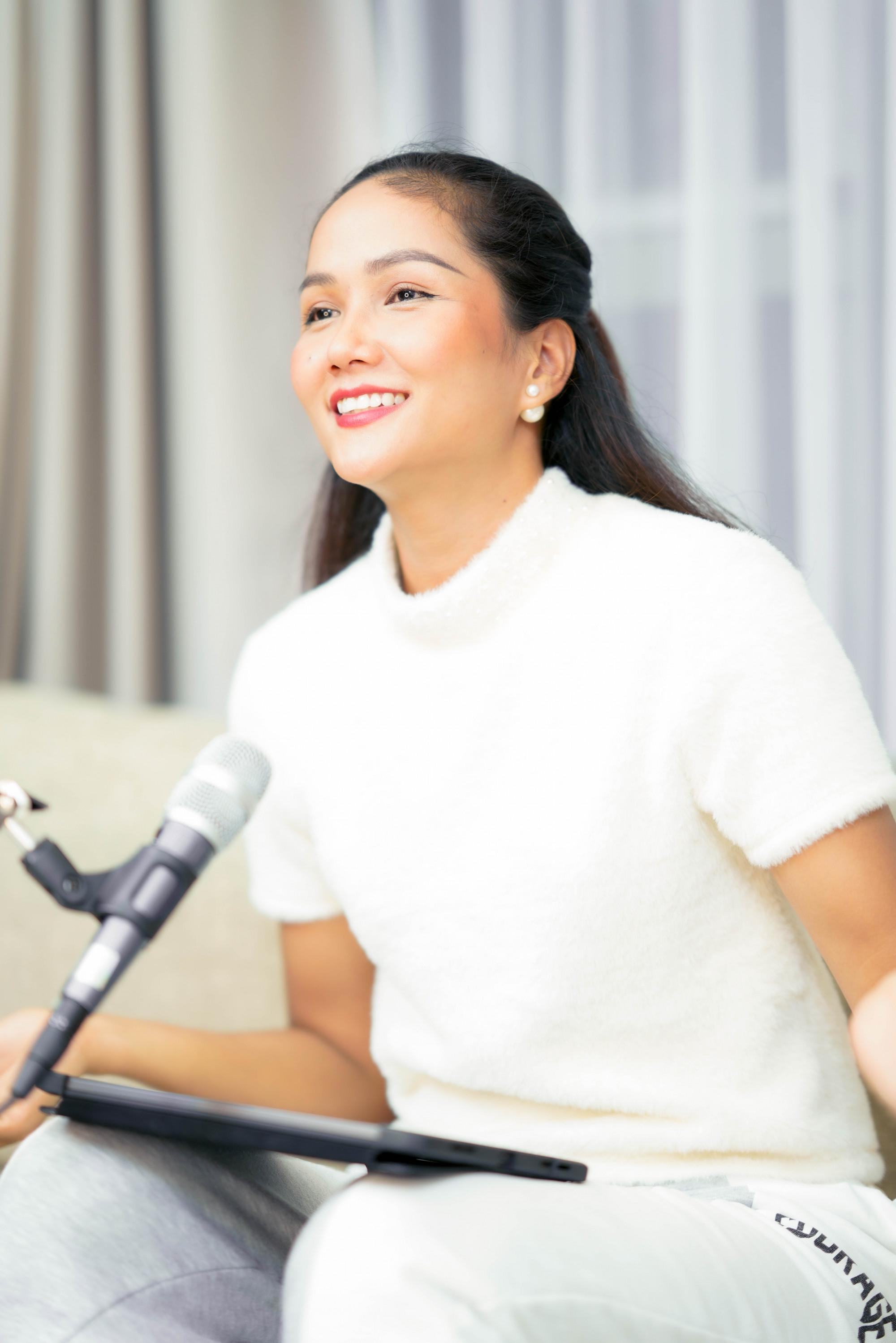 H'Hen Niê trong buổi livestream đấu giá trang sức tối 23/9